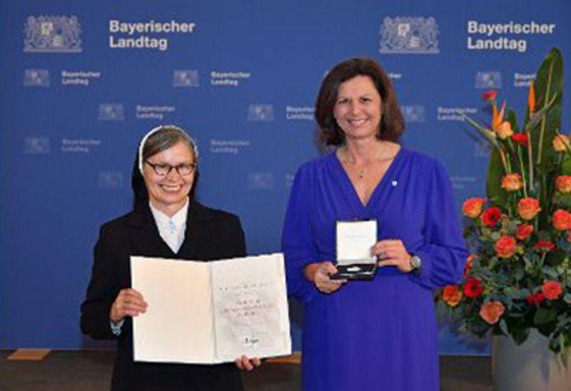 Bayerische Verfassungsmedaille für Sr. Antonia Stegmiller