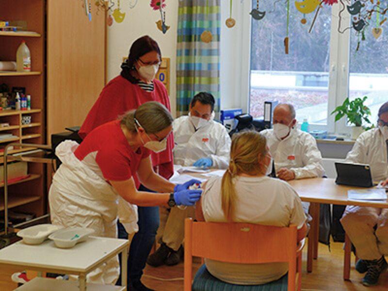 Erste Impfungen bei Regens Wagner Holzhausen am 10. März 2021