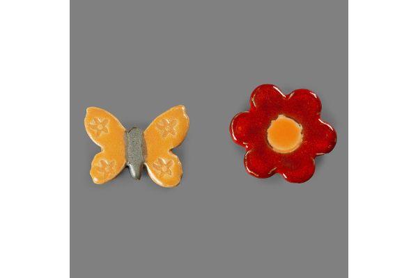 Individuelle Keramik: Magnet-Pins in Schmetterlings- und Blumenform aus den Magnus-Werkstätten von Regens Wagner Holzhausen –