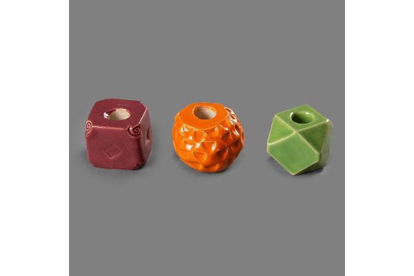 Keramik-Perlen für Gartenstäbe, gefertigt in den Magnus-Werkstätten von Regens Wagner Holzhausen