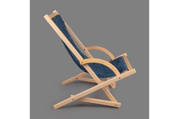 Schaukelliegestuhl in Dunkelblau, Bezug gefertigt in der Weberei der Magnus-Werkstätten von Regens Wagner Holzhausen