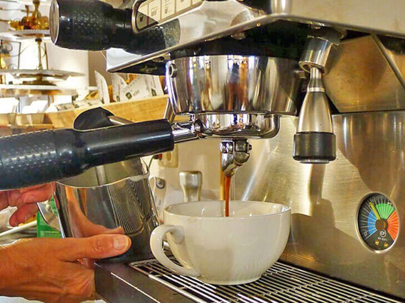 Hofladen-Café im Außenbereich wieder geöffnet!